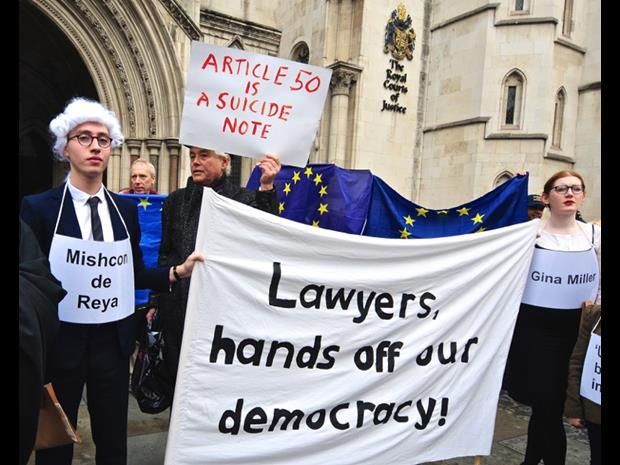 Demonstrators for and against the invoking of EU treaty article 50 outside the RCJ on first day of legal challenge. October 2016.